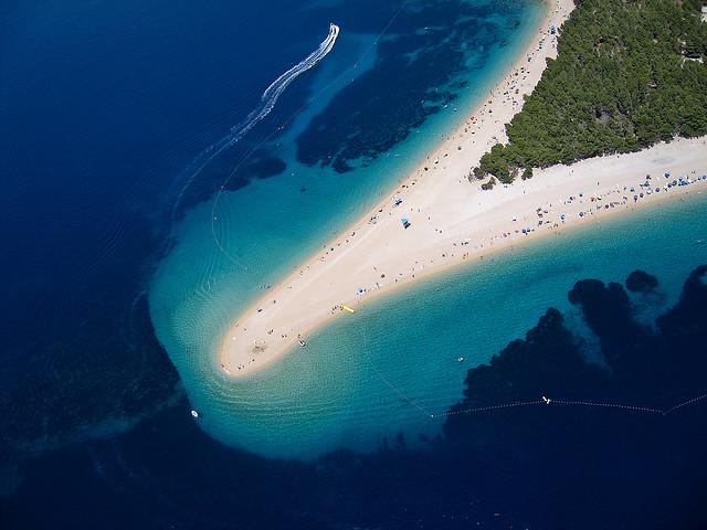زلاتني رات (الشاطئ الذهبي الأخضر) أكثر الشواطئ شهرة كرواتيا