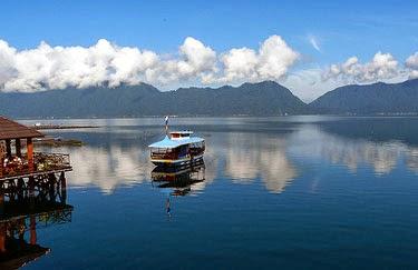 بحيرة مانينجو الساحرة
