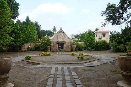 قلعة المياه تامان ساري